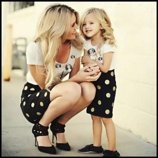 6d6f52c70 148367_summer-family-look-matching-mother-daughter-girl-clothes-outfits-mom-and-daughter-dress-backless-black-dresses-hot-wholesale_0.jpg